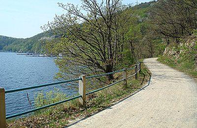 Am Staudamm von Schwammenauel