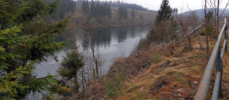 Am Perlenbach entlang
