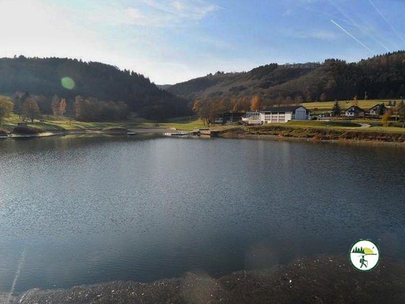 Blick Auf Staudamm In Rurberg