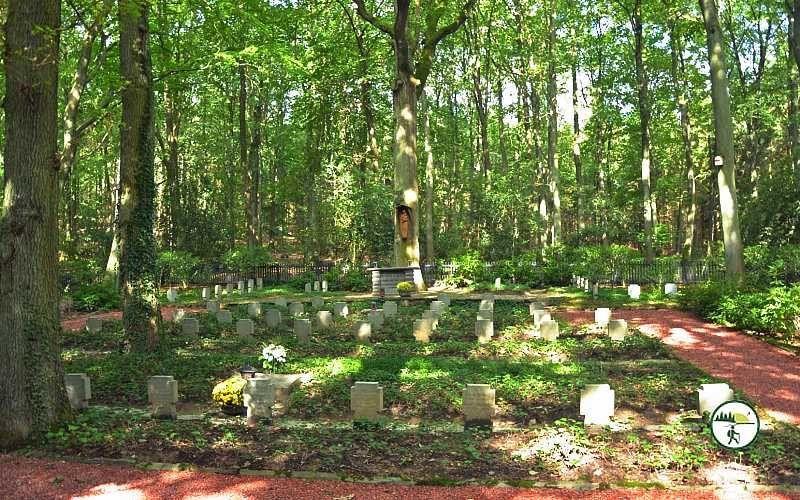 Ehrenfriedhof In Merode