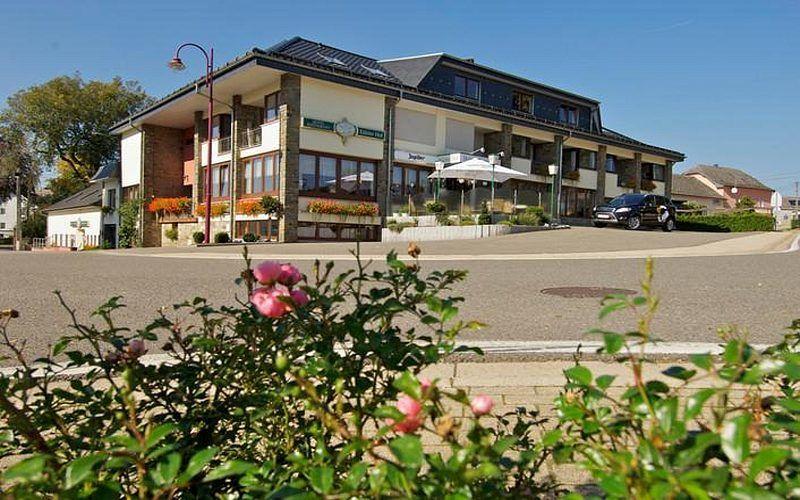 Café Restaurant Hotel De Ardennes Start Der Wanderung